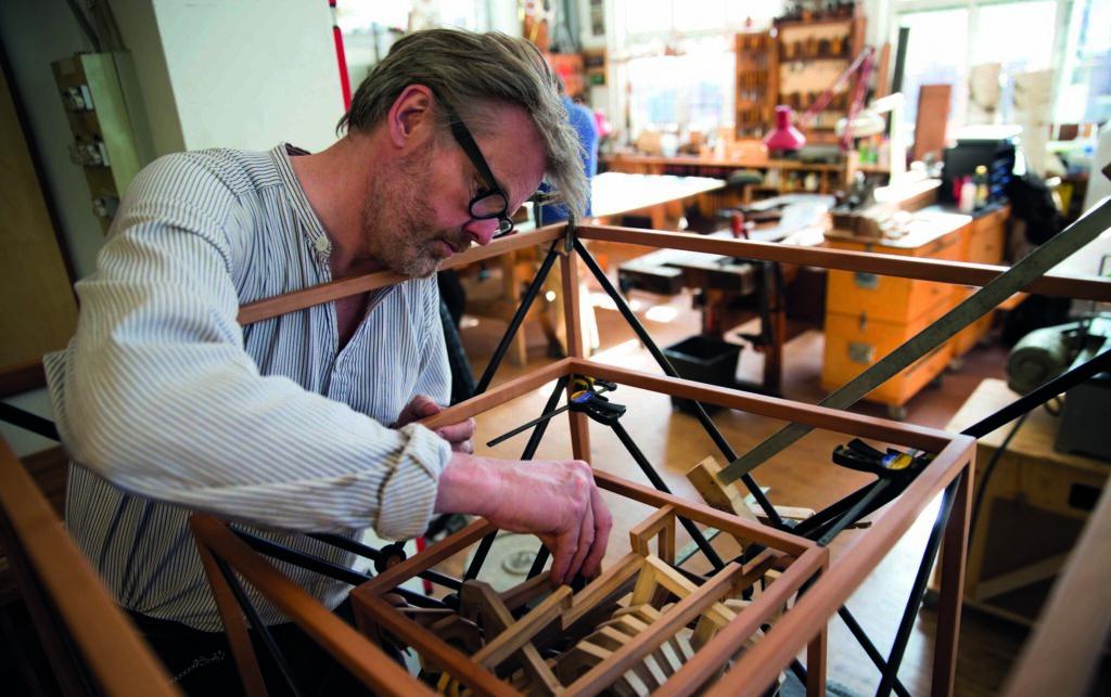 Arbejde på vej til udstilling af Kube i kube på Grønbechgård, Hasle,  Bornholm