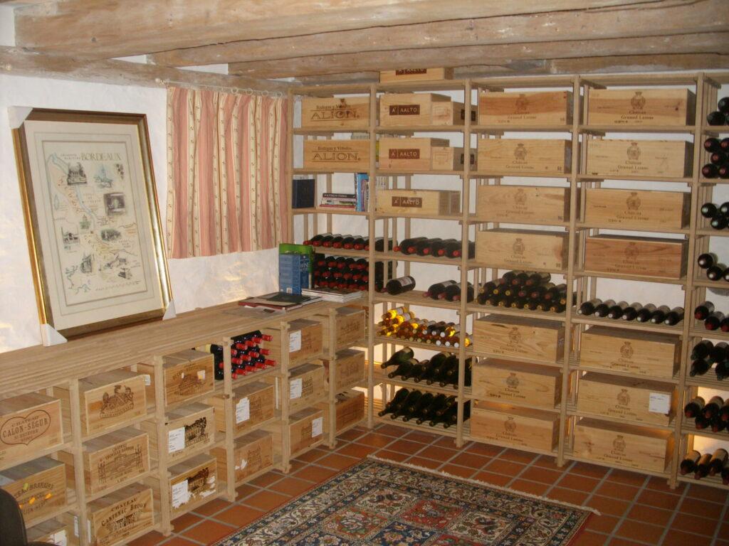 Der er rigelig plads til vin med frasætning under vinduer
