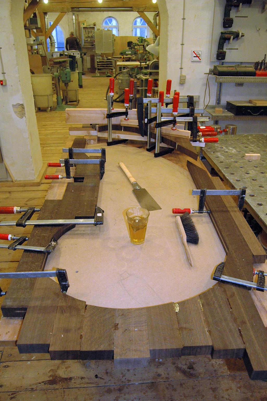 Oplimning af træ til bord