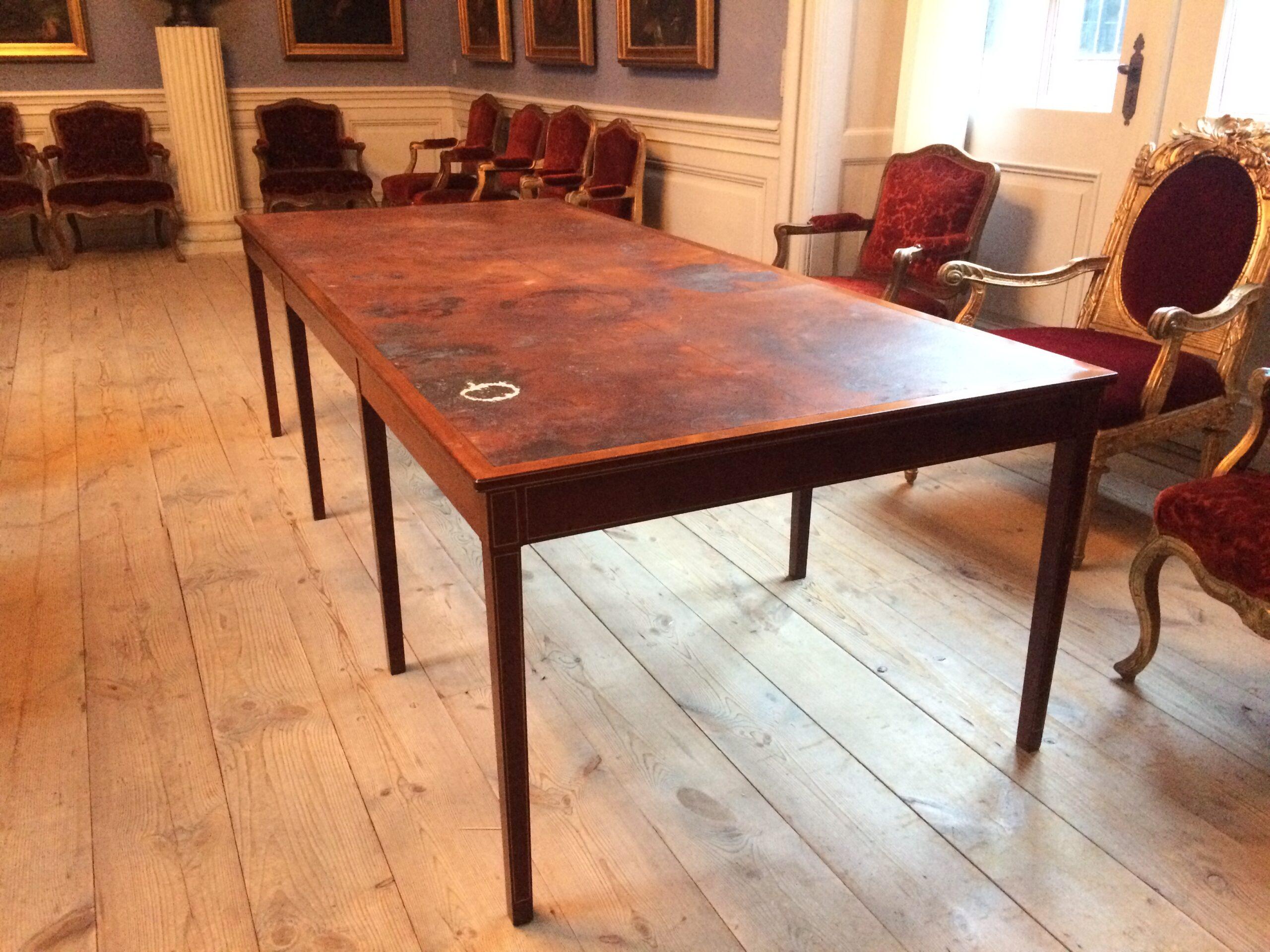 Mødebord i Akademirådets mødesal