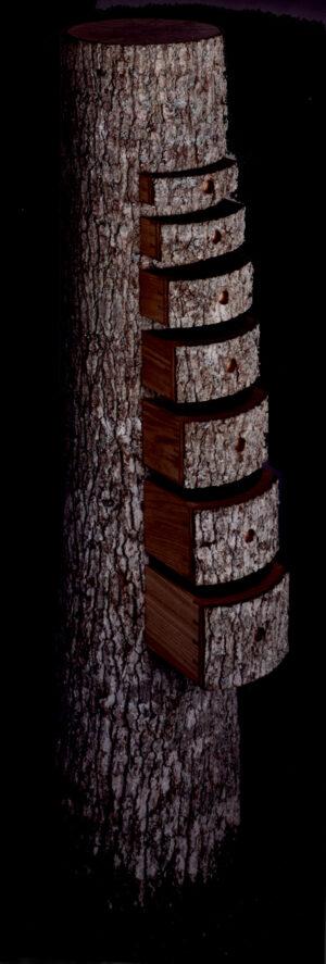 Træstammen. udført af Teis