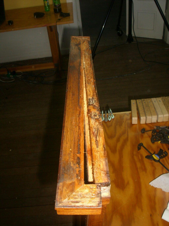 En typisk deformation af træet. Nogle gange kan det limes andre gange vil der komme for mange spændinger i konstruktionen.