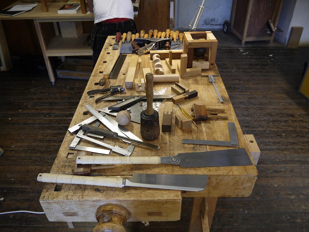 Medbragt værktøj til fremstilling af samlinger. Avancerede samlinger, Capellagården, Øland.