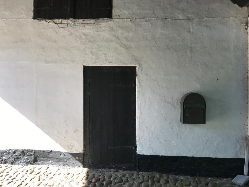 Port og dør og brevkasse