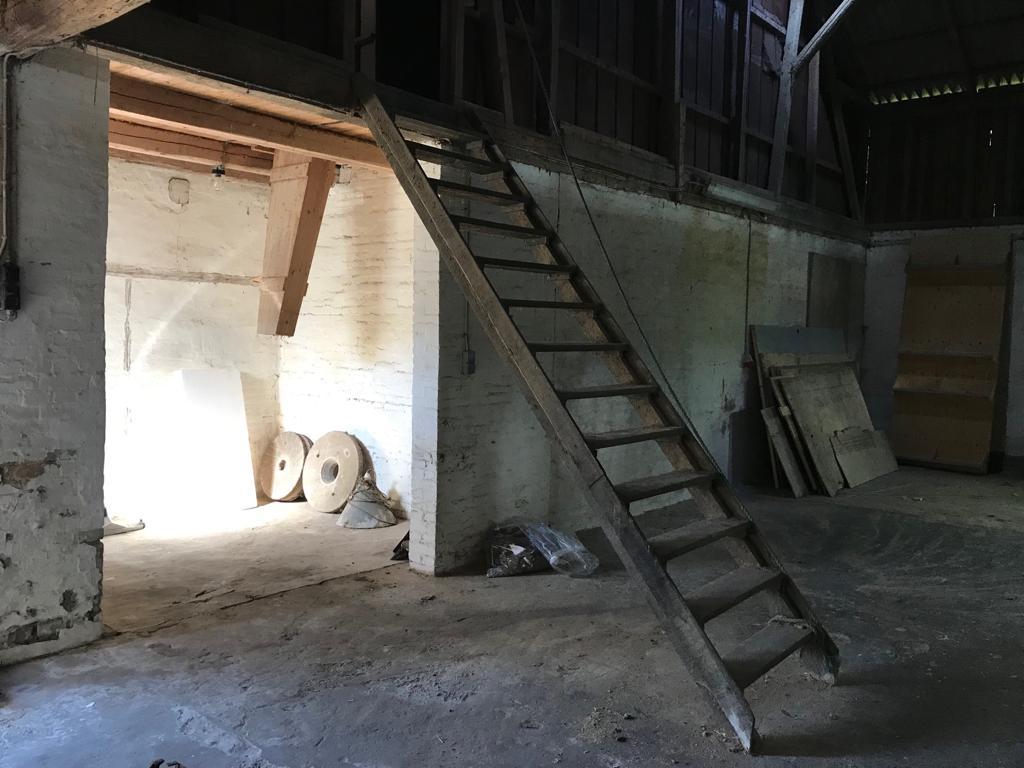 Trappen op til kontoret i Loen